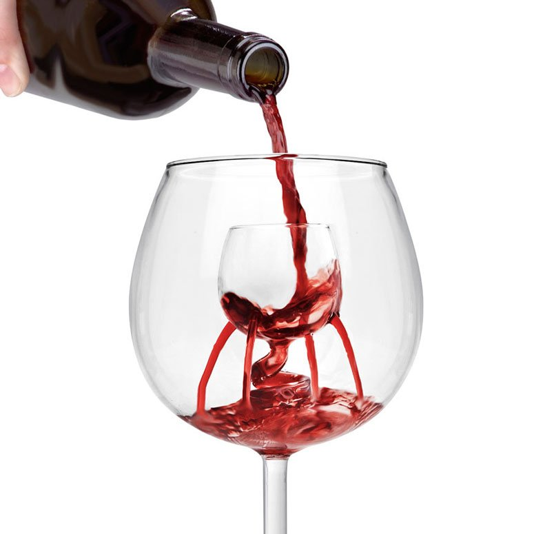 stemless wine glass with aerating system