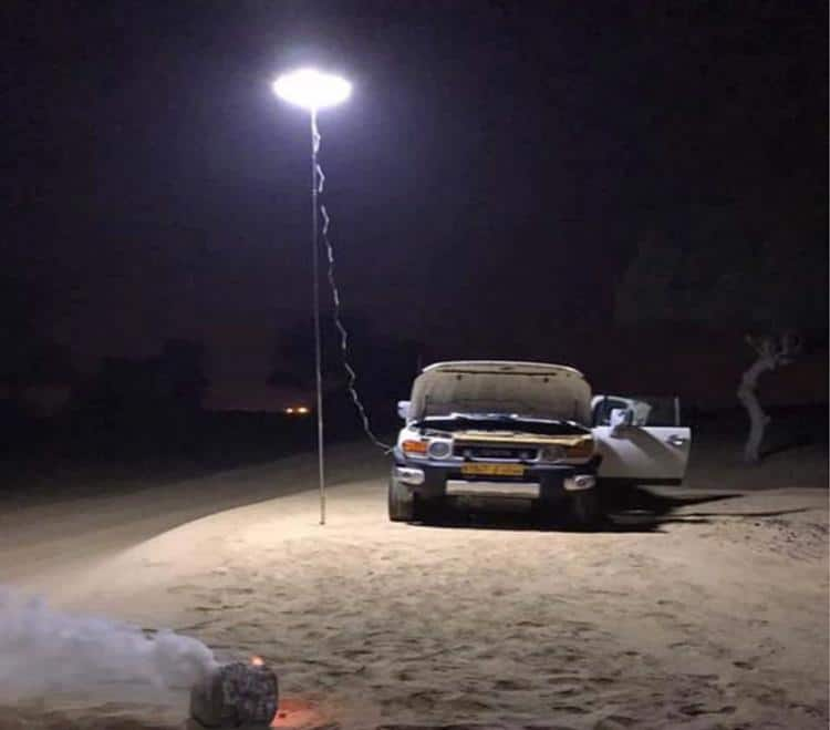 giant-telescoping-outdoor-lamp-attaches-to-car-battery